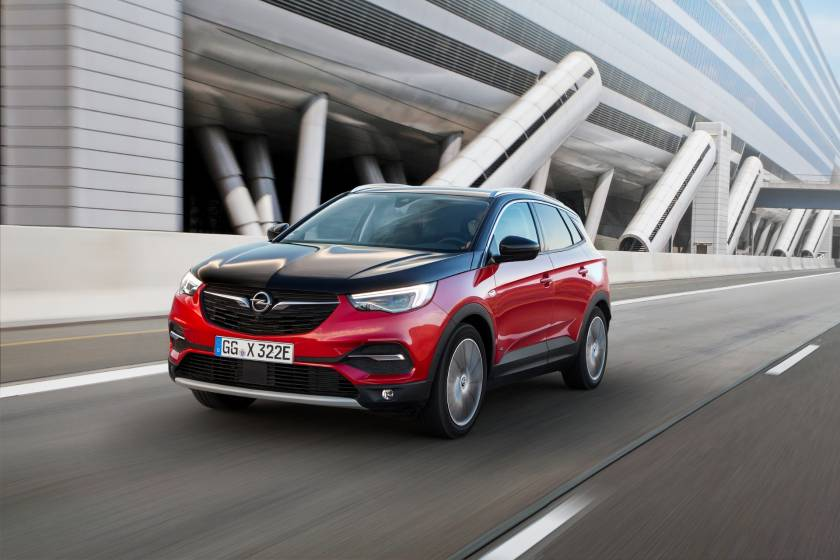 Έτοιμο για δράση: Opel Grandland X All-Wheel Drive Plug-In Hybrid (photos & vid)