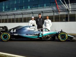 Η Mercedes-AMG Petronas Motorsport F1 παρουσιάζει την ολοκαίνουργια W10 (photos & video)